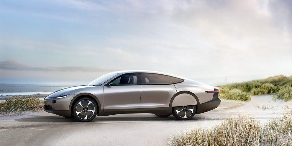 Голландці показали автомобіль на сонячних батареях з запасом ходу 725 км