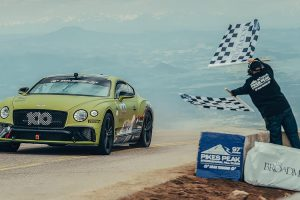 Bentley показав на відео рекордний заїзд в «Гонці в хмарах»