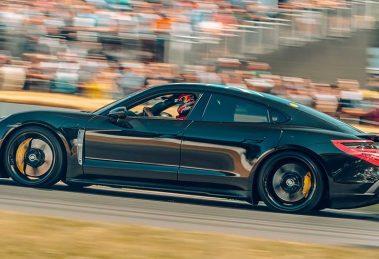 Названі технічні характеристики першого електрокара Porsche