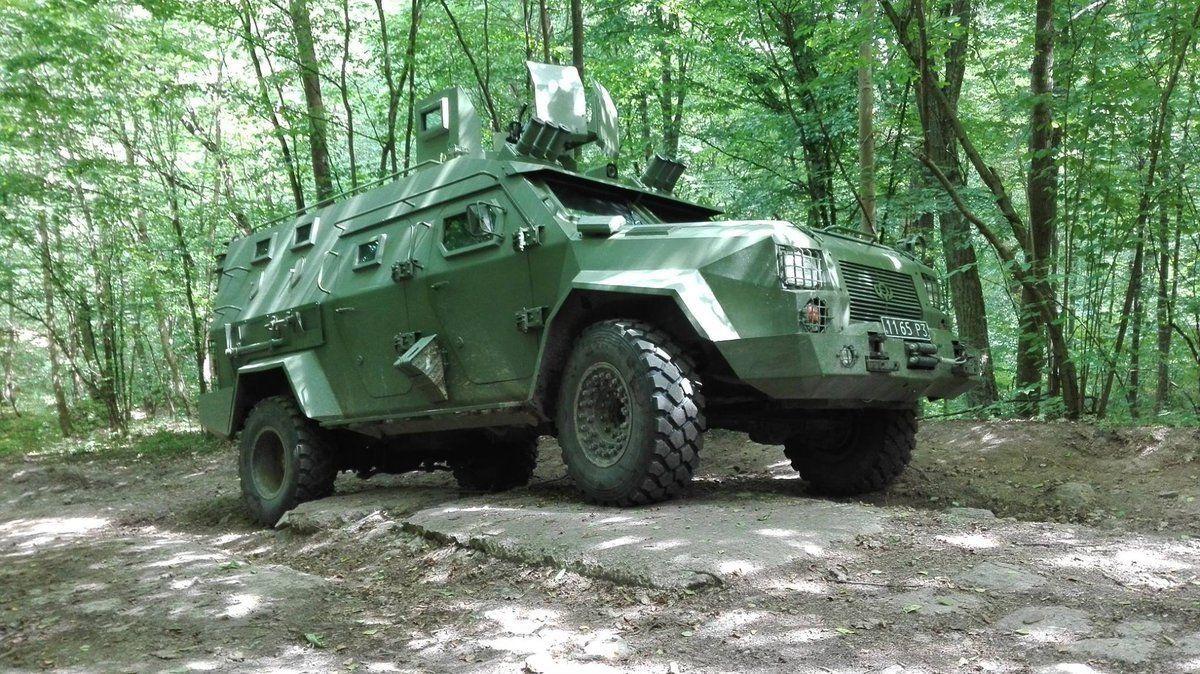 Українська армія прийняла на озброєння новий бронеавтомобіль