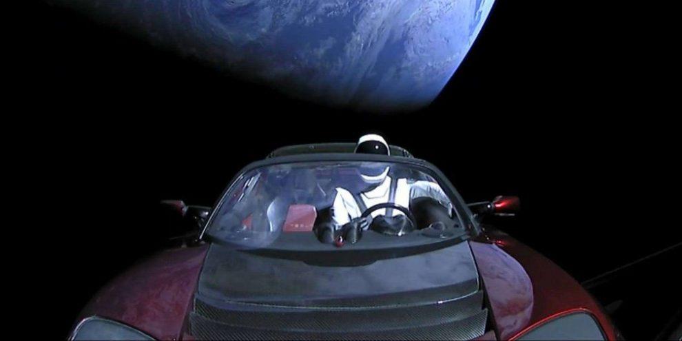 Космічний Tesla Roadster здійснив перший оборот навколо Сонця