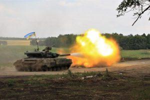 ЗСУ на Донбасі продемонстрували міць танків і артилерії: відео