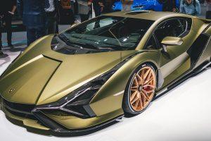 Lamborghini винайшла супергібрід потужністю 819 сил