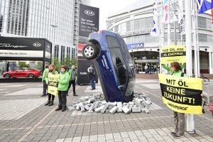 Хулігани розбили 40 розкішних автомобілів для Франкфуртського автосалону