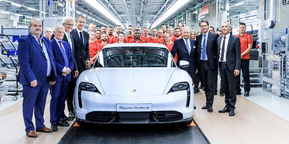 Porsche показала на відео складання Taycan на «заводі майбутнього»
