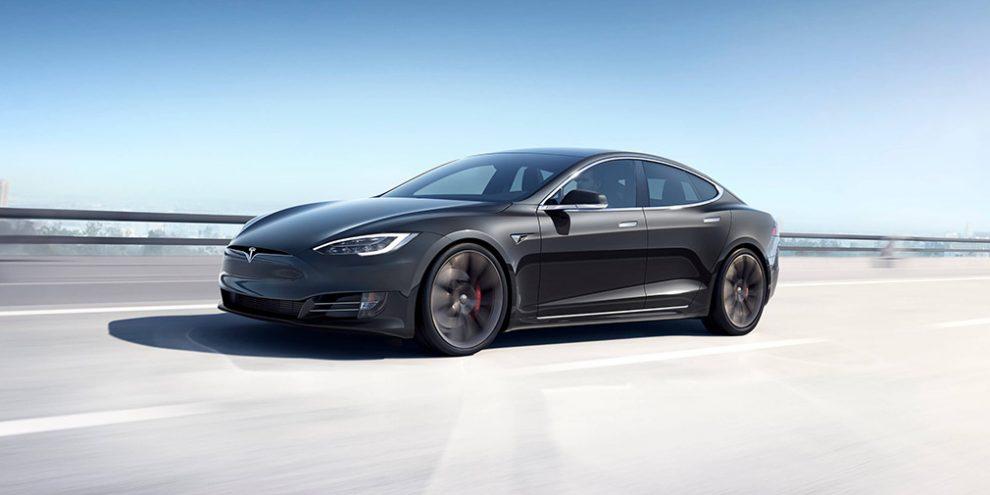 Tesla зробила електрокар Model S могутніше для конкуренції з Porsche Taycan