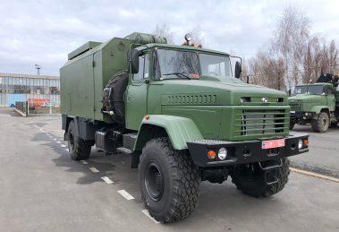 """ЗСУ отримали вантажівку """"КрАЗ"""" з броньованим кузов-фургоном"""