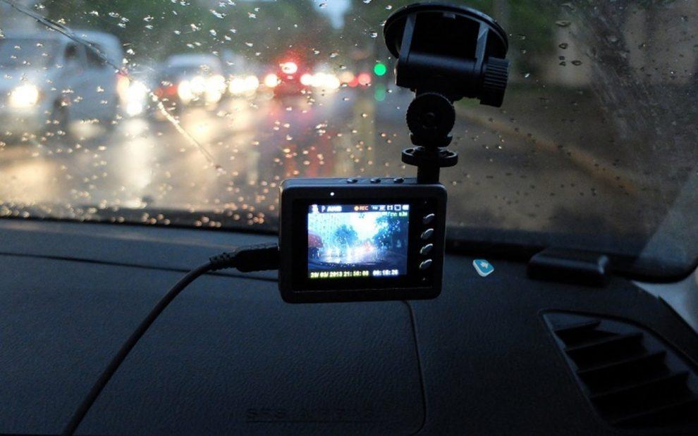 Автосвидетель на дороге: выбираем видеорегистратор правильно