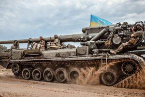 """Збройні Сили України демонстративно вивели на стрільби гігантські САУ """"Піон"""""""