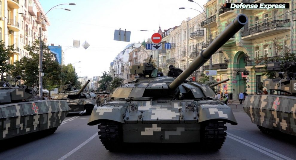 """Модернізовані 1000-сильні Т-64БМ2 та БМП-1ТС з модулем """"Спис"""": головні бронетанкові новинки параду (відео)"""